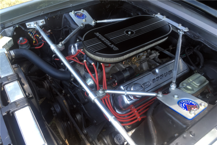1967 Ford Mustang Shelby GT500 Eleanor - Engine compartment